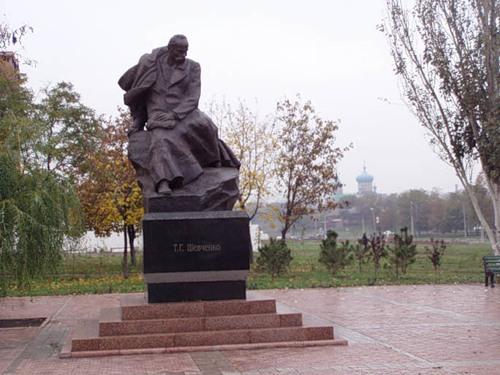 Памятник Шевченко в Мариуполе