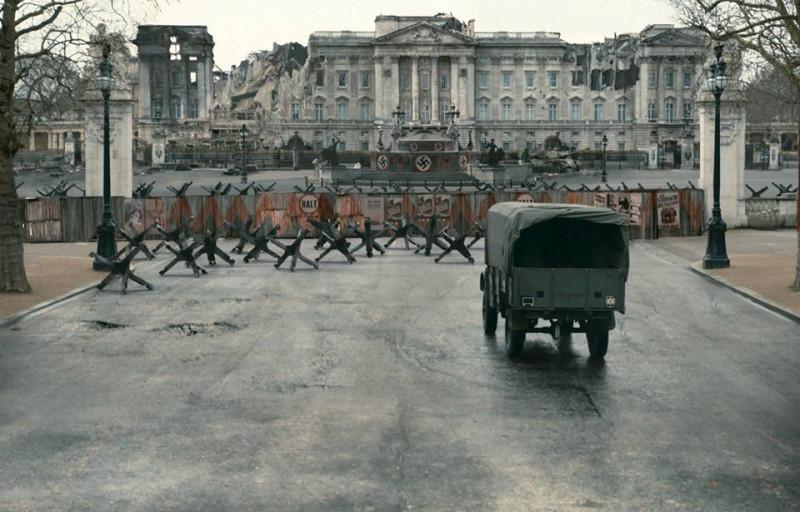 О чем думали авторы? В ноябре 1941- го в оккупированном нацистами Лондоне нацисты и русские