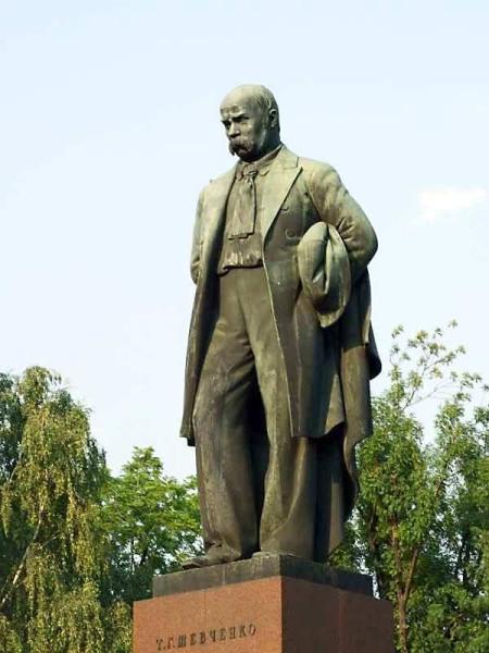 6 марта 1939 года в Киеве благодаря Сталину был открыт памятник Т.Г. Шевченко