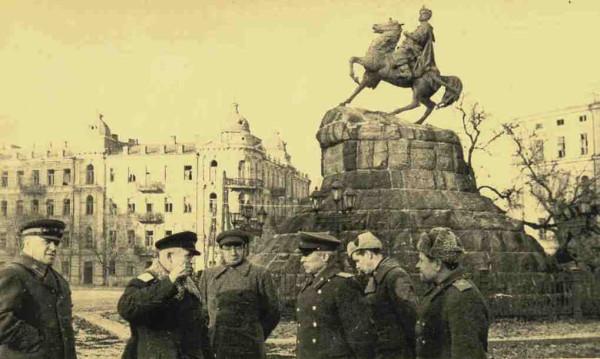 Нацистские оккупанты тотально разграбили, разрушили и обезлюдили Киев