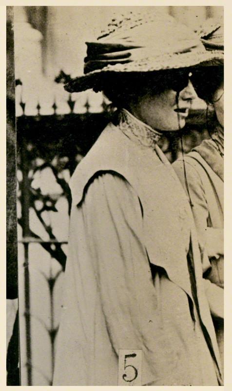 6 Annie Bell