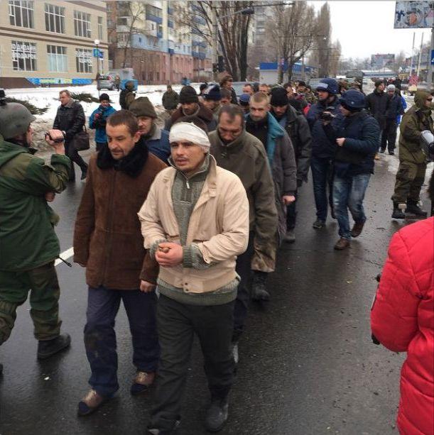 По улицам Донецка ведут поенных киборгов