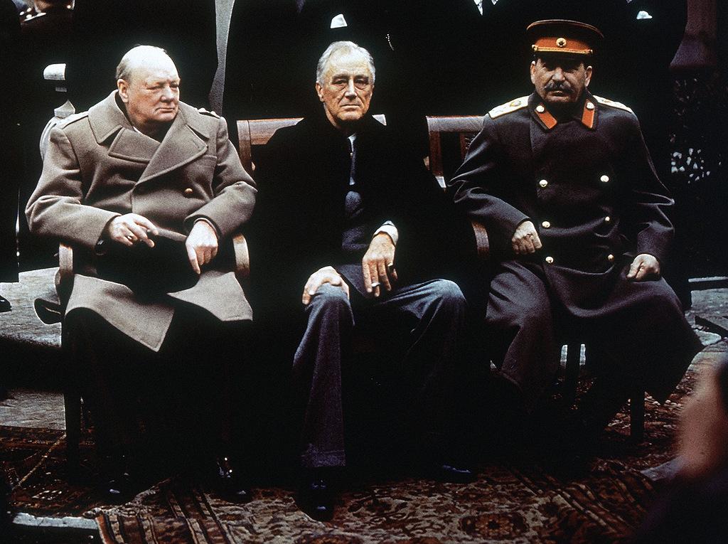 1. Черчилль, Рузвельт и Сталин на Ялтинской конференции.