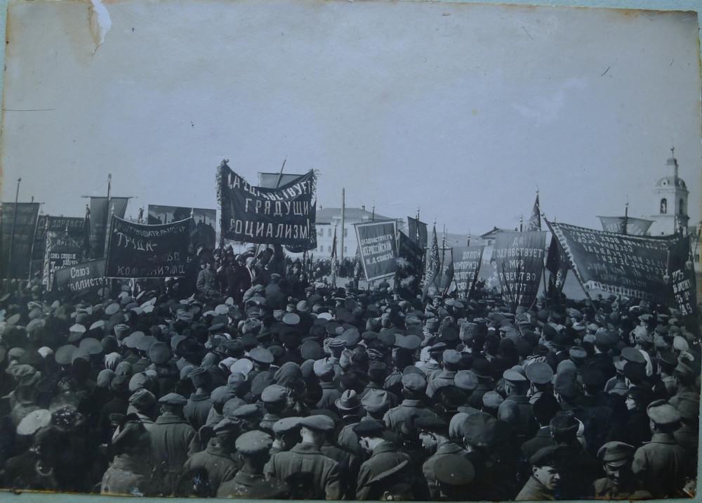Меж двух революций 1917 год