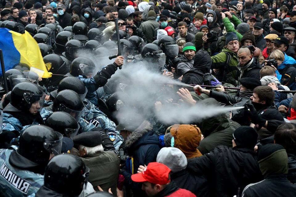 """Драка под Кабмином: """"Беркут"""" встал на защиту """"членовозов"""" - Цензор.НЕТ 3584"""