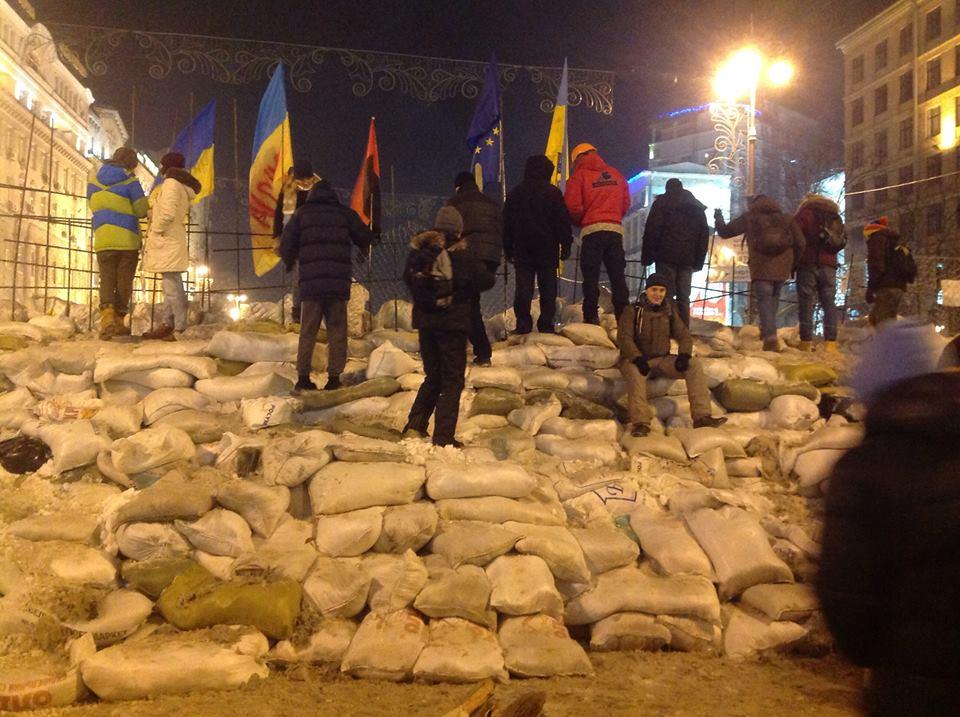 Баррикады на улицах Киева10
