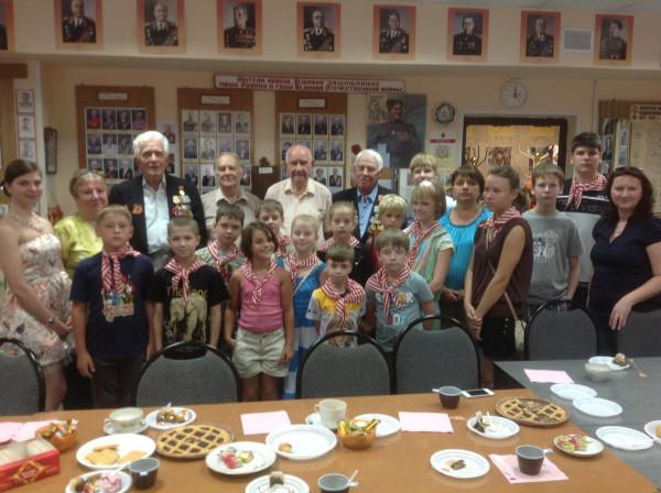 Добровольцы встретились с ветеранами ВОВ и с детьми из многодетных семей