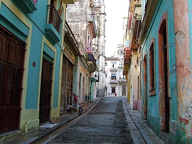 640px-Old_Havana_back_street