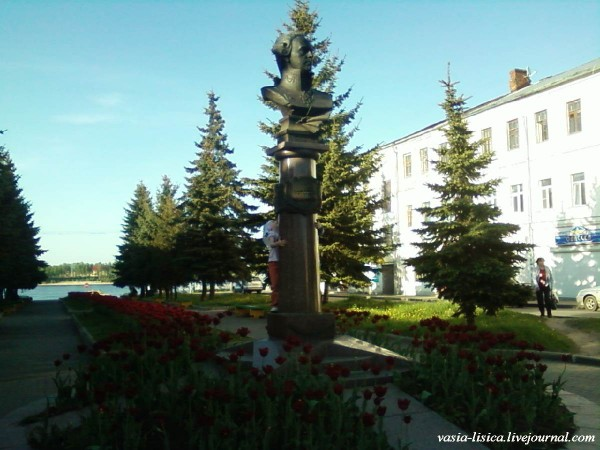 Памятник Адмиралу Ф.Ф. Ушакову в Рыбинске