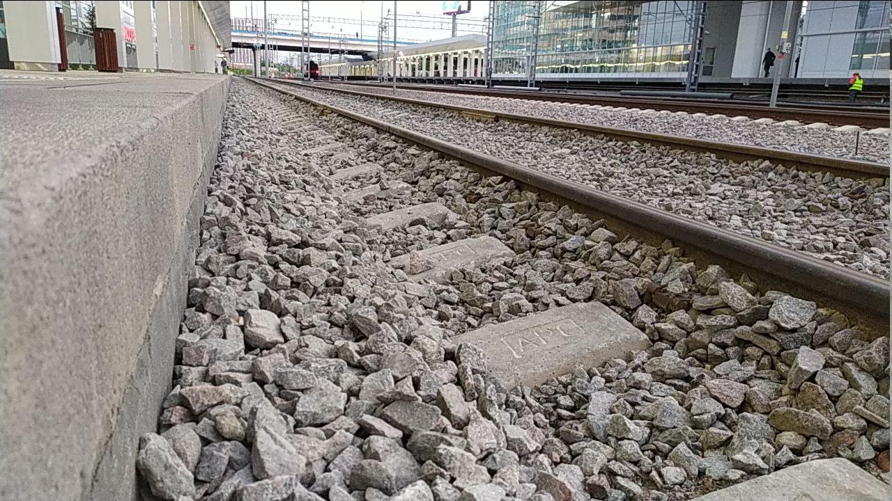 Видно, что платформа не дотягивает даже до нормативной высоты.