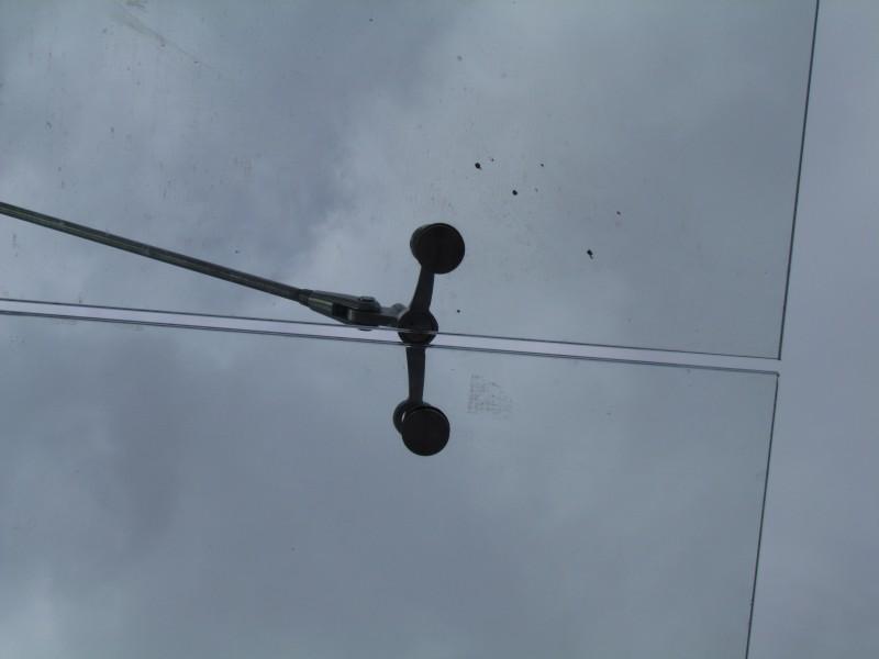 Дырки в крыше на островной платформе