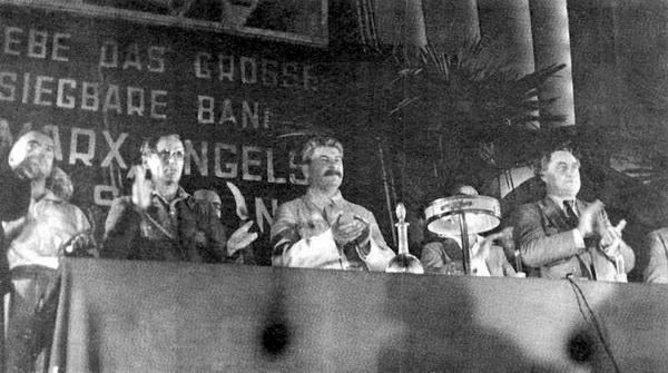 И.В.Сталин 25 июля 1935 г. на 7-м Всемирном конгрессе Коминтерна