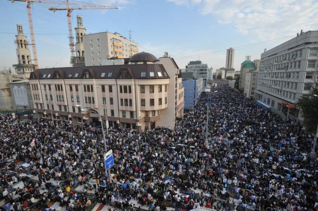 Суд Москви оштрафував ще шістьох кримських татар, заарештованих за акцію на Красній площі - Цензор.НЕТ 956