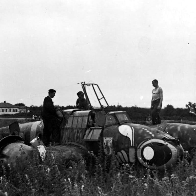 Белгород, 28 июня 1942 г. Разбившийся при взлете Мессершмитт Bf 110 F-2 of 3. ZG 1. S9+RL, Пилот - Uffz. Wilhelm Togel.