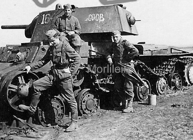 Танк КВ-1 16-Н 'Суворов' 262-го танкового полка прорыва под Белгородом, июль1943