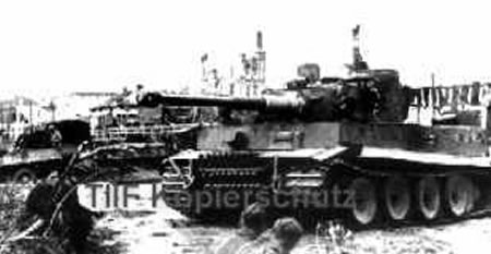 Белгород, 1943 год. Тигр #321 из 503-го тяжелого танкового батальона (Tiger #321 sPzAbt.503 FHH) на южном берегу Везёлки у моста.