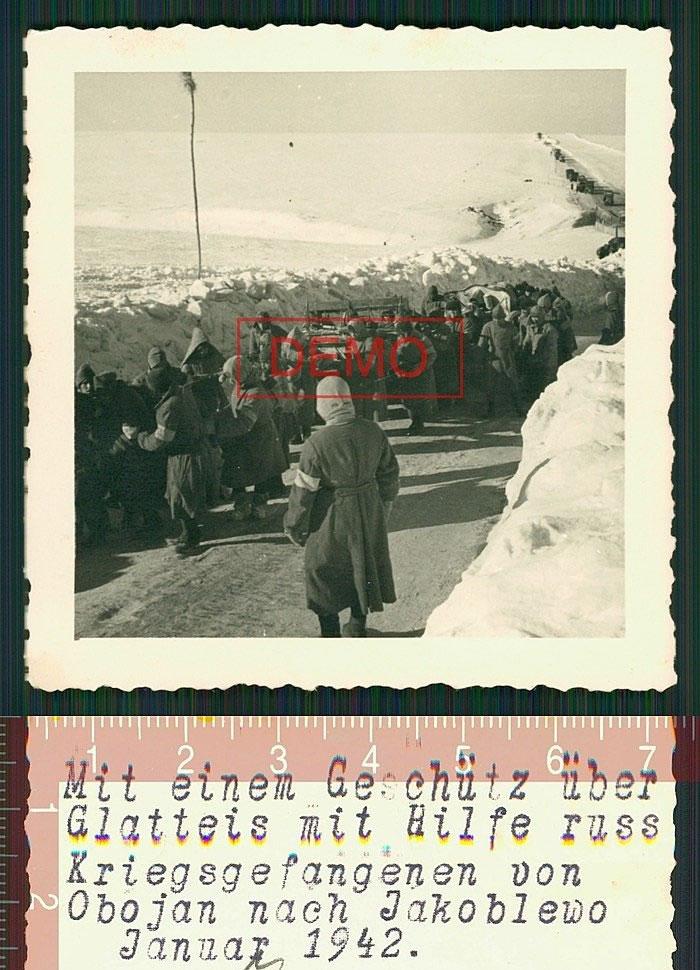 Колонна русских военнопленных, идущая из Обояни в Яковлево. Январь 1942