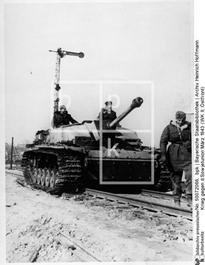 Белгород. Bjelgorod, März 1943 - Waffen-SS - Panzer Sturmgeschütz StuG III  auf E