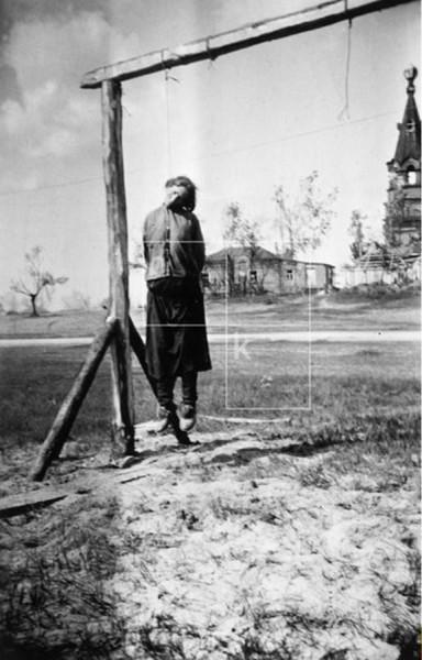 Gefangen genommener sowjetischer Partisan vor der Hinrichtung. Sowjetunion, um 1943