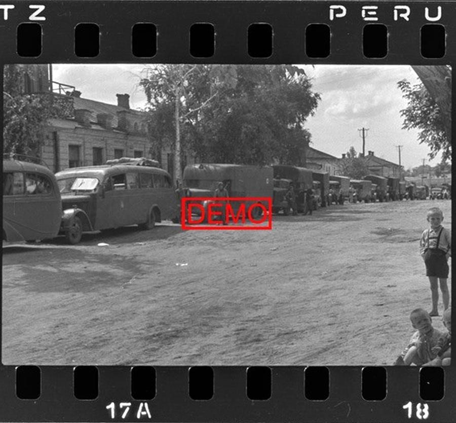 Около бывшей гостиницы Яковлевой в Белгороде 1942. Bjelgorod, Sommer 1942