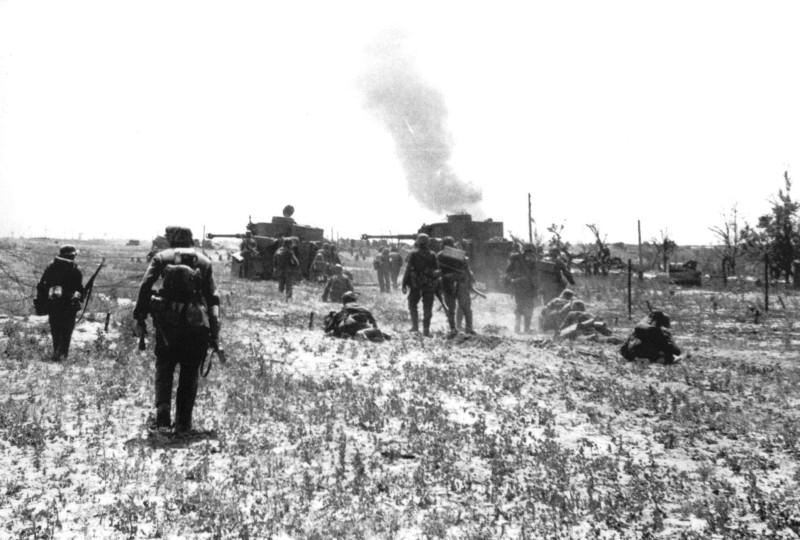 R.Hinze Die 19.Panzer-Division 1939-1945 p.113 - 2./s.Pz.Abt.503 Tigers #211, #213