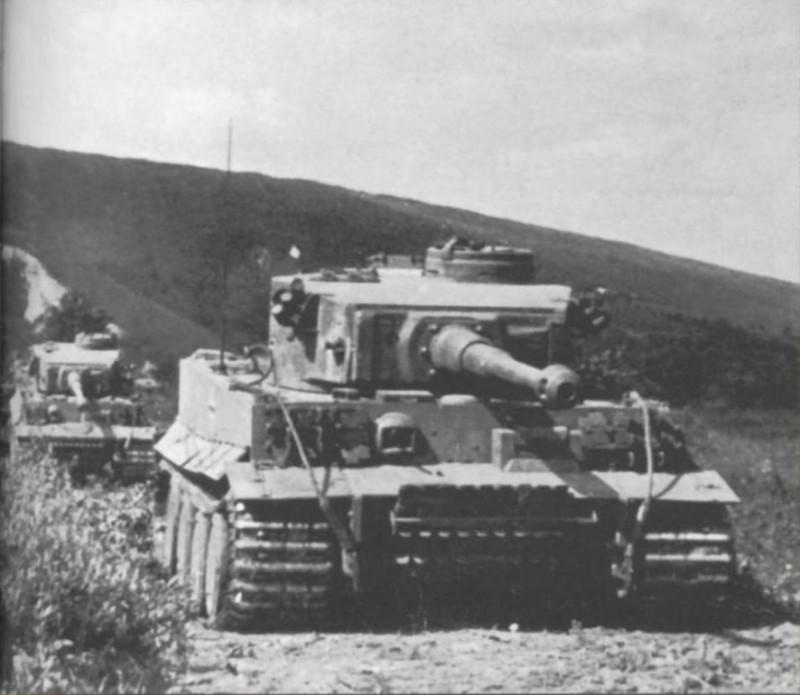 Jean Restayn - Tiger I On the Eastern Front (p.45).jpg
