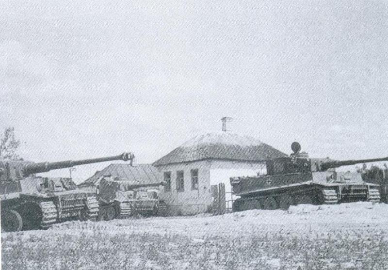 Hinze Rolf:  Der Vormarsch in der Schlacht bei Bjelgorod - hier Bereitstellung  in Kisseljewo  in Richtung Rshawez