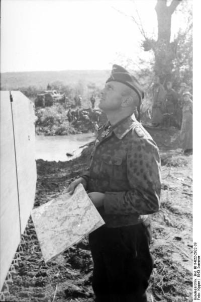 Bundesarchiv_Bild_101I-022-2922-09,_Russland,_Adelbert_Schulz,_Oberstleutnant_der_Panzertruppe