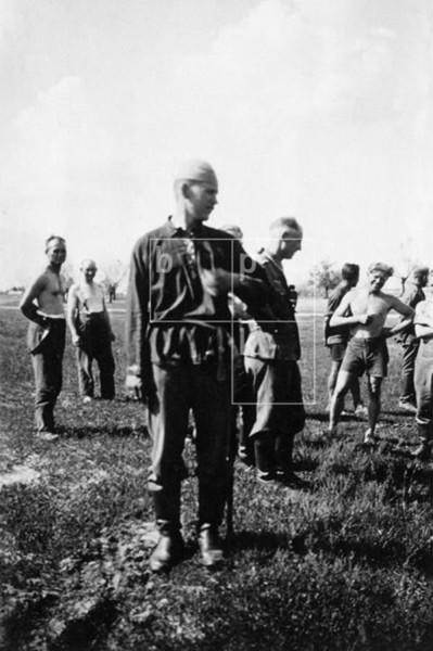 Erhängte sowjetische Partisanin, Sowjetunion um 1943.jpg