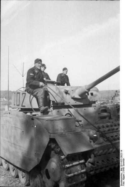 Bundesarchiv_Bild_101I-022-2922-14,_Russland,_Panzer_III