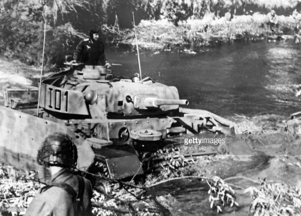 German offensive in the region Bjelgorod-Orel, battle of Kursk: a german tank crossing a ford at the upper Donez. July 1943