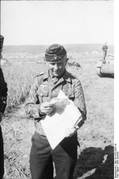 Bundesarchiv_Bild_101I-022-2922-10,_Russland,_Adelbert_Schulz,_Oberstleutnant_der_Panzertruppen
