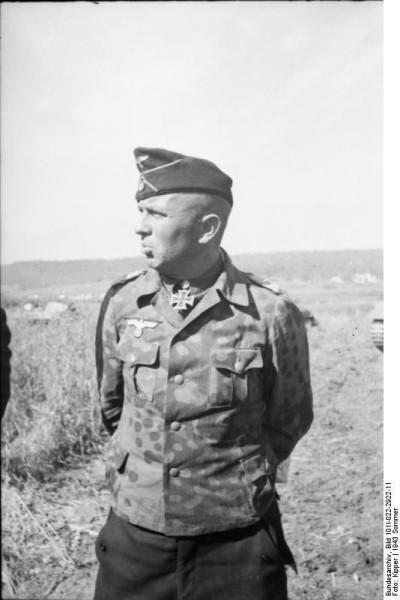 Bundesarchiv_Bild_101I-022-2922-11,_Russland,_Adelbert_Schulz,_Oberstleutnant_der_Panzertruppen