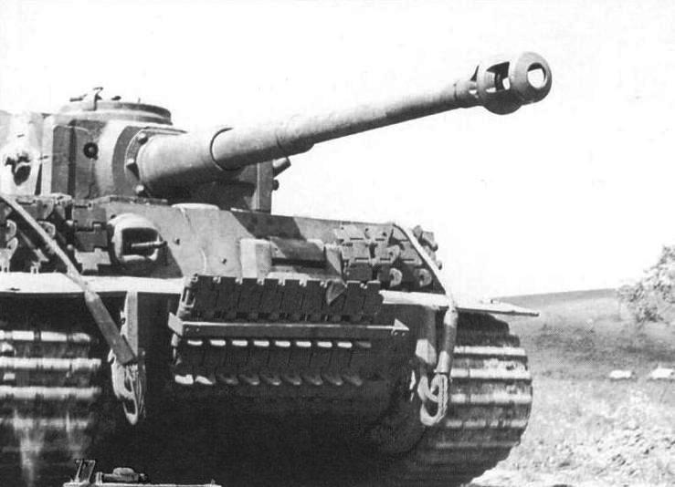 Jean Restayn - Tiger I On the Eastern Front (p.45) s.Pz.Abt.503 #242