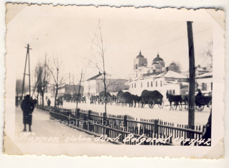 Truppen ziehen durch Belgorod 1941-42