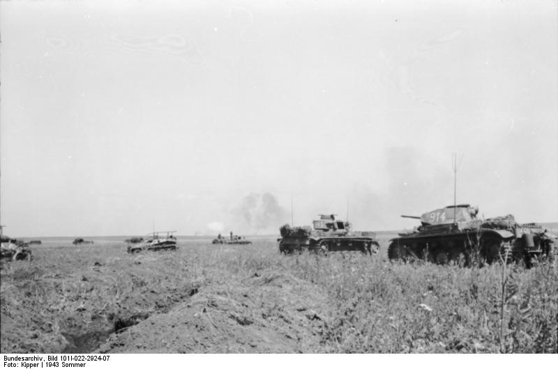 Bundesarchiv_Bild_101I-022-2924-07,_Russland,_Kampf-_und_Schützenpanzer