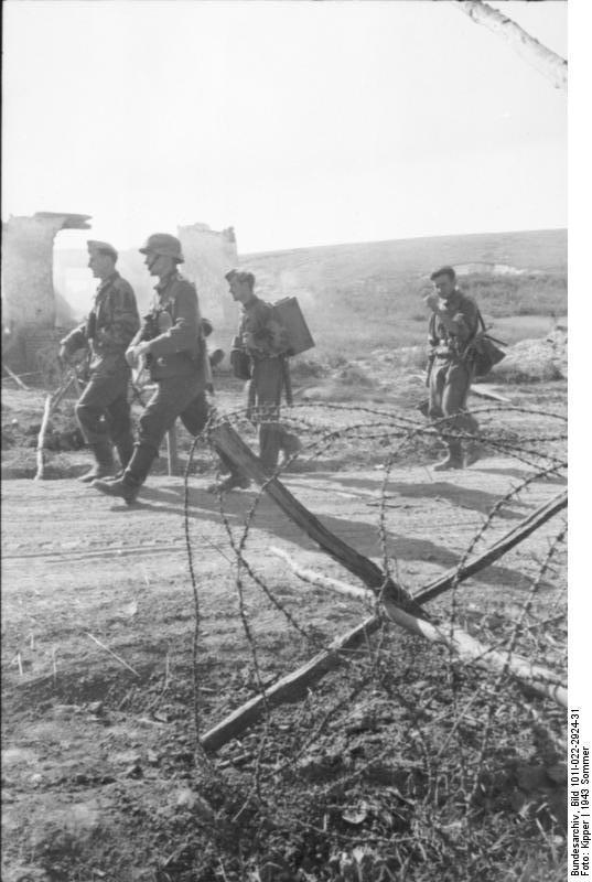 Bundesarchiv_Bild_101I-022-2924-31,_Russland,_Unternehmen_-Zitadelle-,_Infanterie.jpg