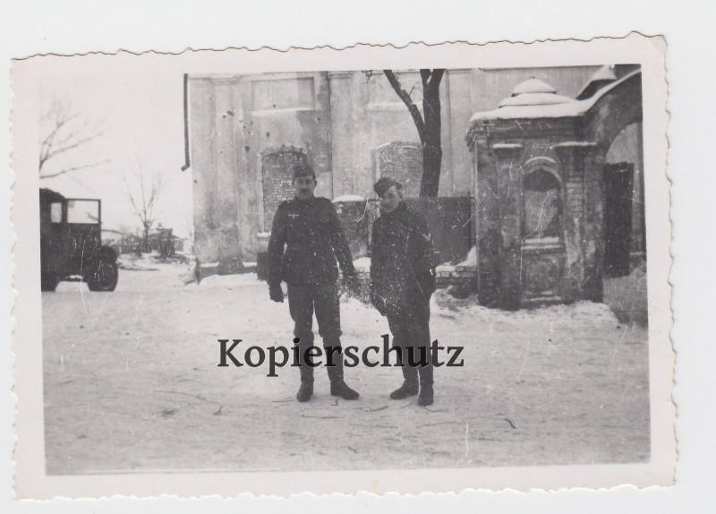 Из Белгорода зимой 1941-42. На паперти Смоленского собора.