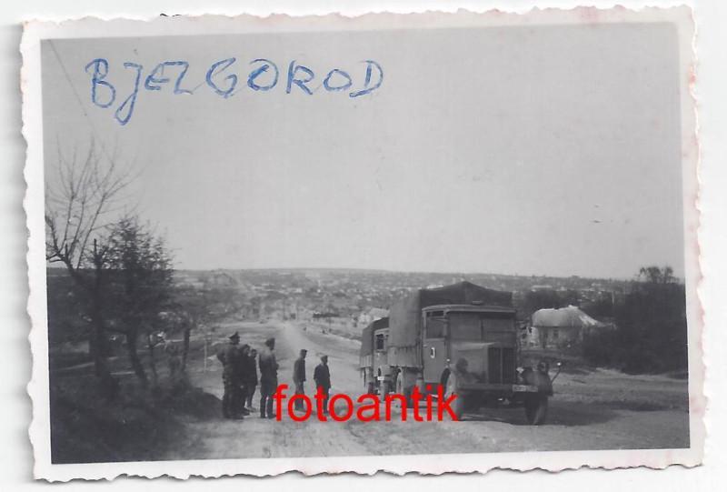 Ostfront, russische Stadt Belgorod, Soldaten WH Fahrzeug, Kennung,Top.jpg