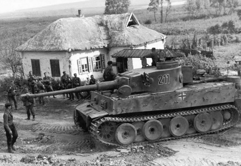 Tiger 211 2./s.Pz.Abt.503 in Belomestnoe at Belgorod, July 1943