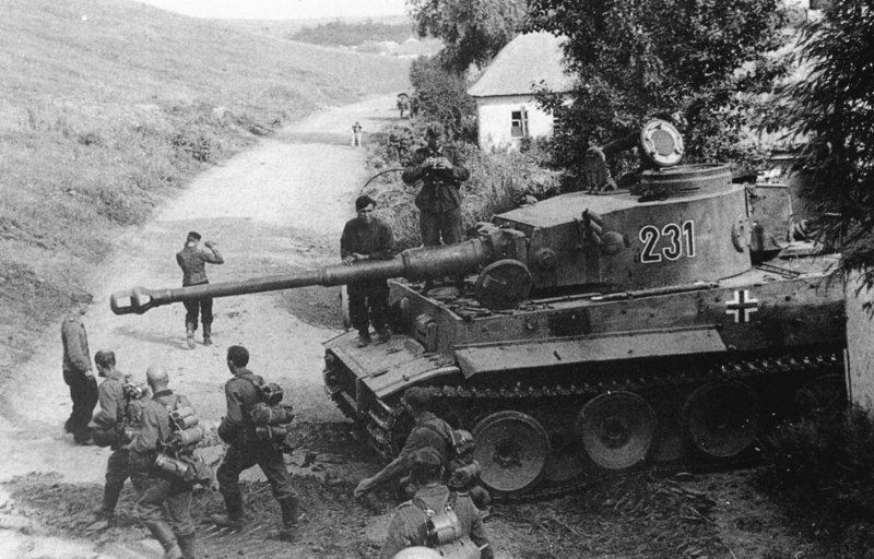 Tiger 231 2./s.Pz.Abt.503 in Belomestnoe at Belgorod, July 1943