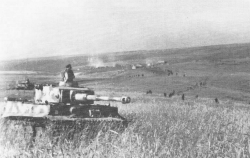 №230 Tiger in Action 1942-1943 - page 74.jpg