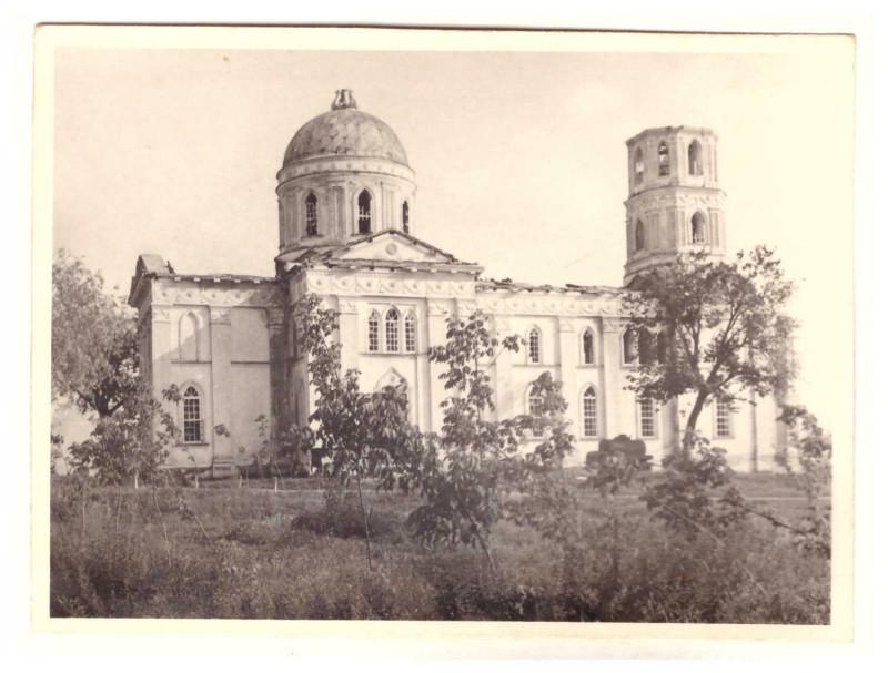 Михайло-Архангельская церковь в Томаровке, июль 1942