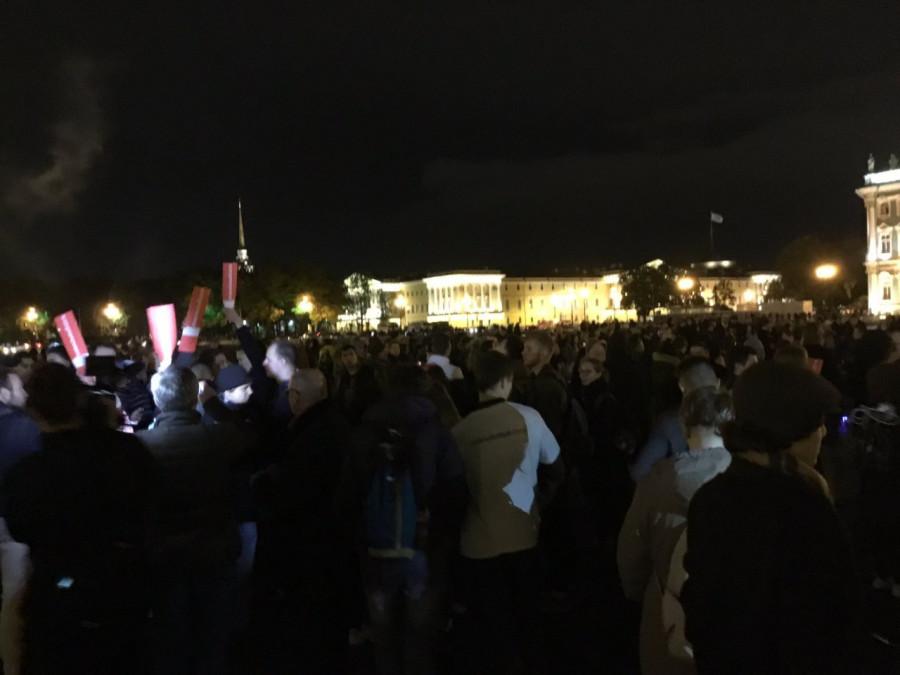 Питерские школьники пытаются устроить майдан на Дворцовой (трансляция)