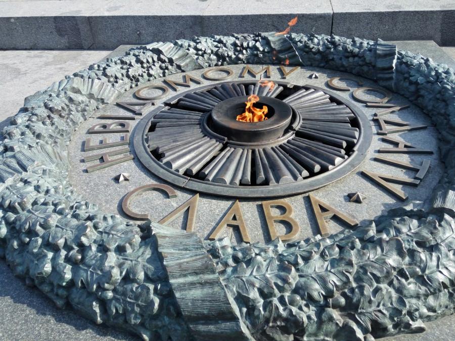 Вечный огонь залили бетоном