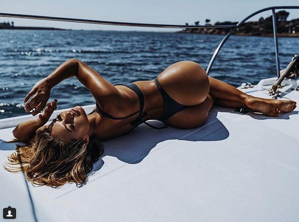 Бикини-модель София Джамора своими сексуальными формами сразила соцсети