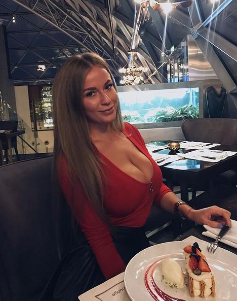 Такой грудью можно закрыть любую амбразуру: соблазнительная Софья Темникова
