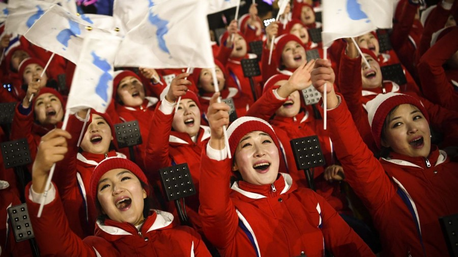 На трибуны шагом марш: болельщики КНДР напугали зрителей олимпиады