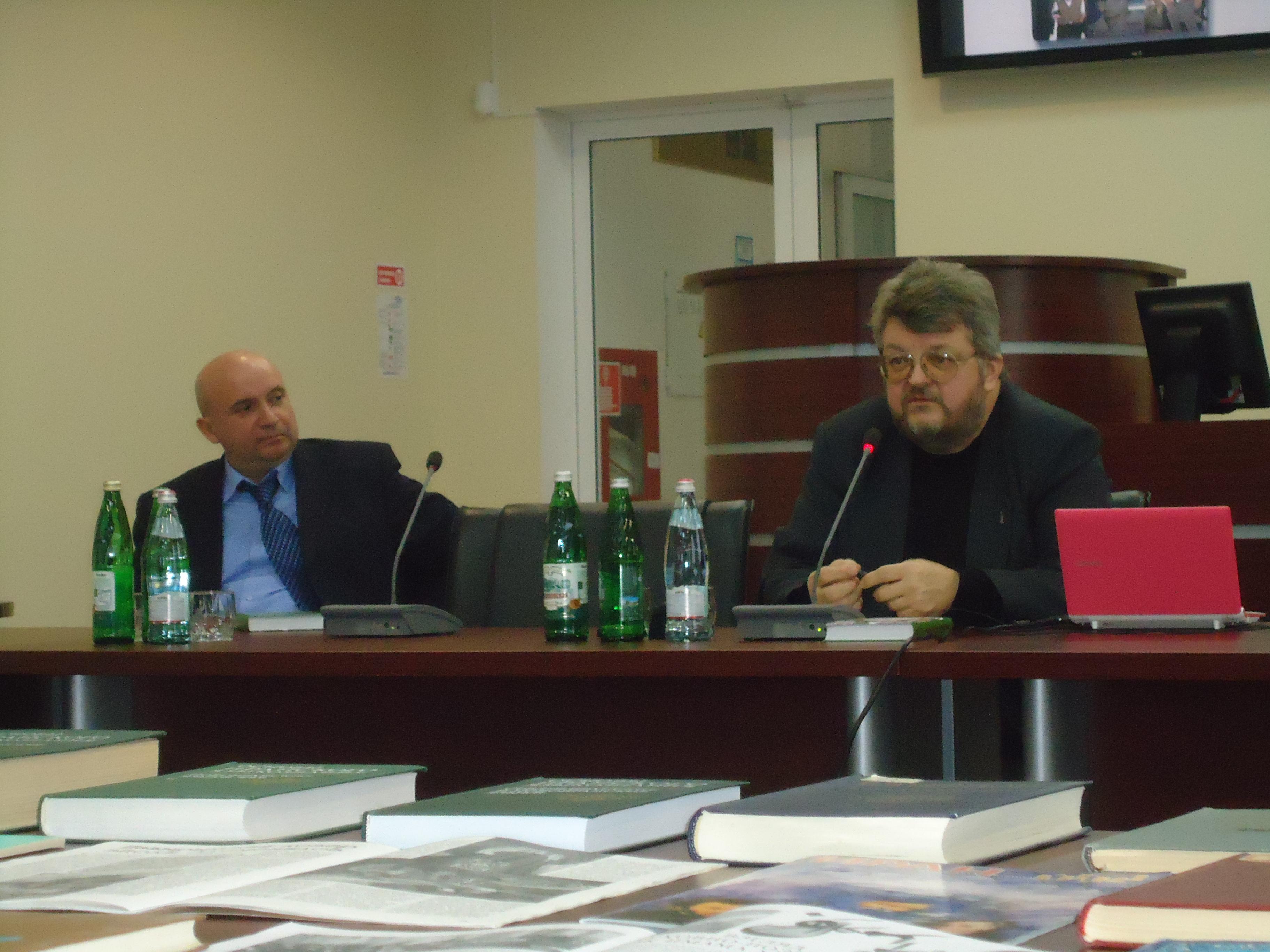 Кругов и Веревкин в библиотеке