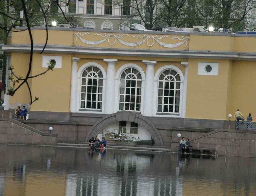 Московские пары У пруда